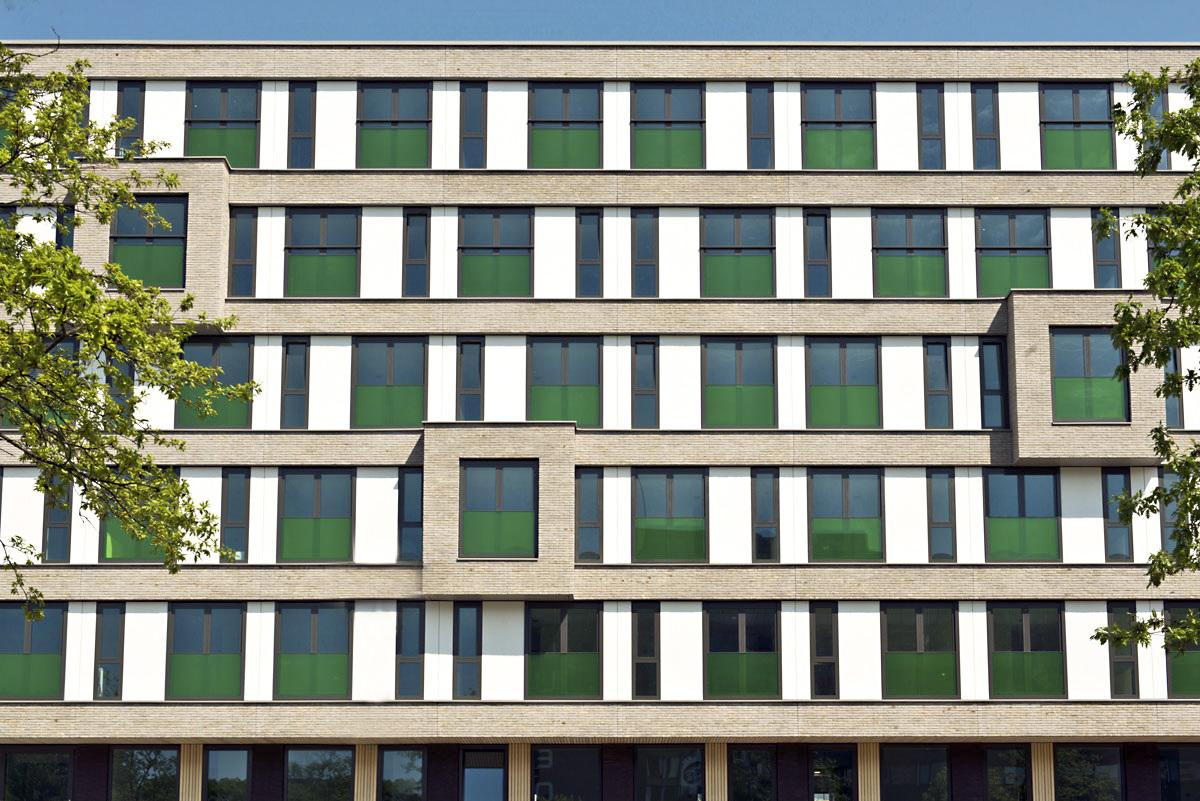 de-key-maassluisstraat-building-and-windows