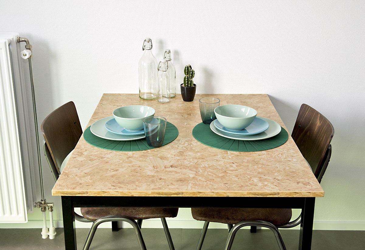 de-key-maassluisstraat-table-desk-all-roomtypes