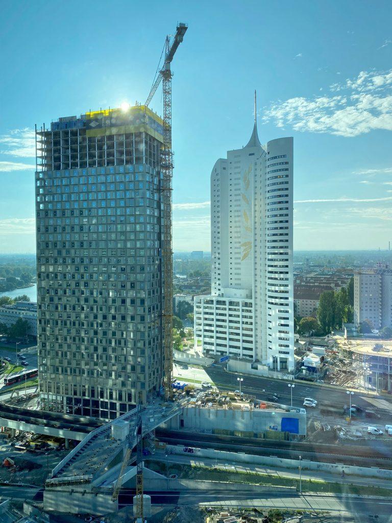 Impressie van de 110 meter hoge DCIII toren in Wenen.